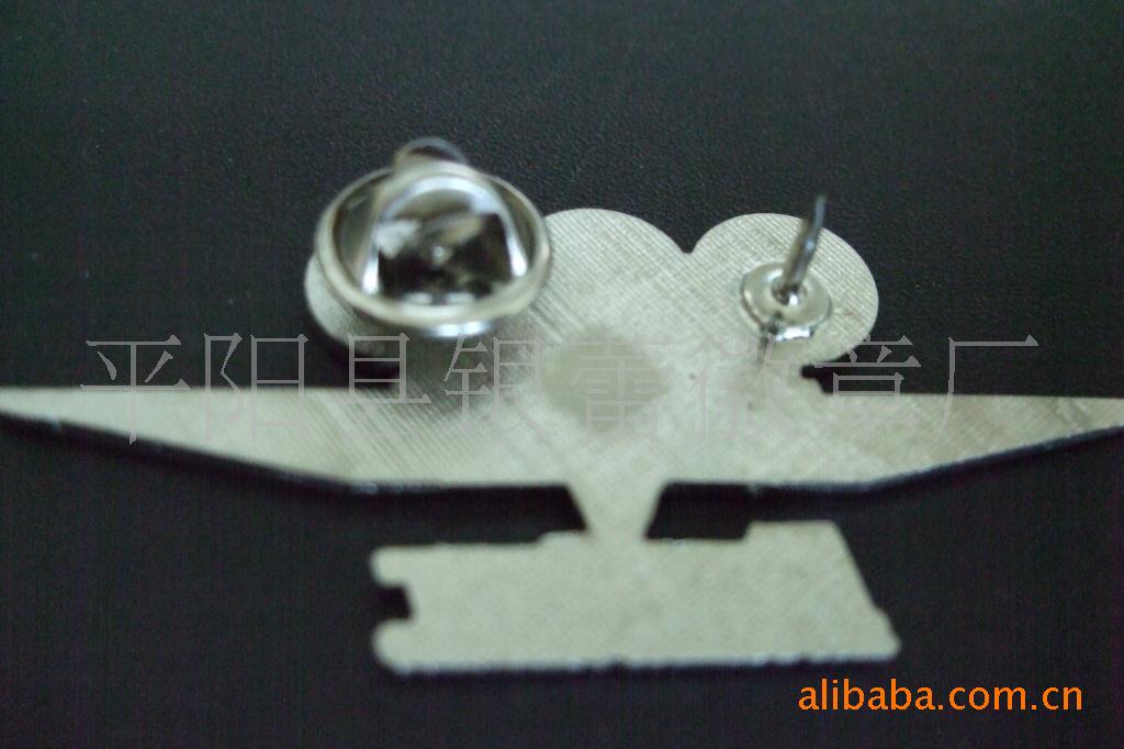 厂家专业生产徽章,镀银徽章,金属徽章,欢迎来电咨询