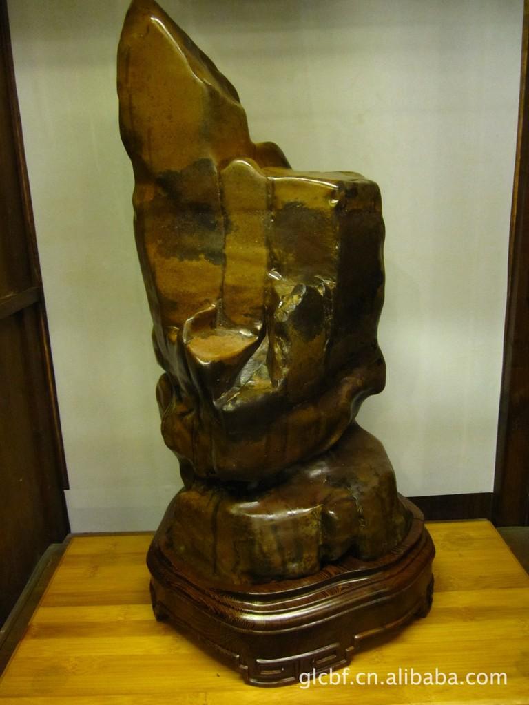 彩陶石,又称为马安石,产于柳州合山市马安村红水河十五滩,有彩...