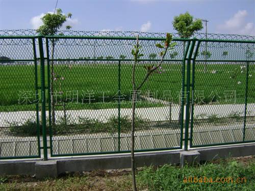 专业销售深圳公路隔离栅护栏网