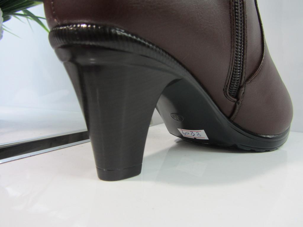 马靴 时尚毛球水晶链高跟防滑底马靴 女鞋图片,2012冬季新款马靴