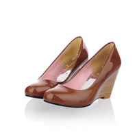 Round toe serpentine pattern japanned leather wood wedges shallow mouth casual gentlewomen four seasons candy single shoes