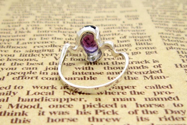 ...紫色调,通常以混合式或阶式做成刻面.天然产出的紫水晶因含...