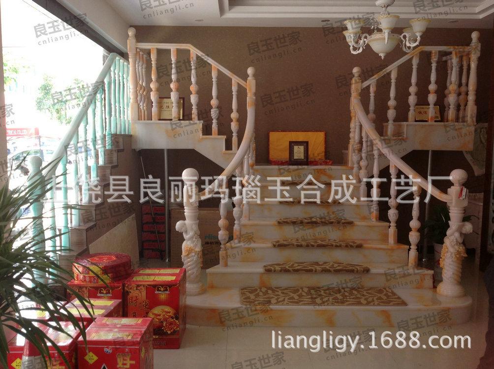 鸡血红楼梯2280元每米  不包括大柱及中柱