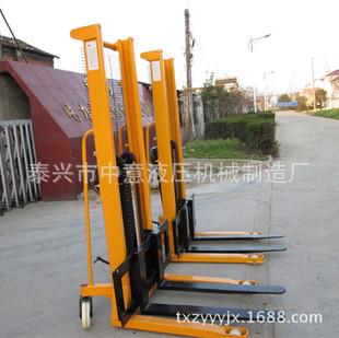 优质供应 2吨手动液压升高车 C形钢锻造 手动堆高车普通货叉